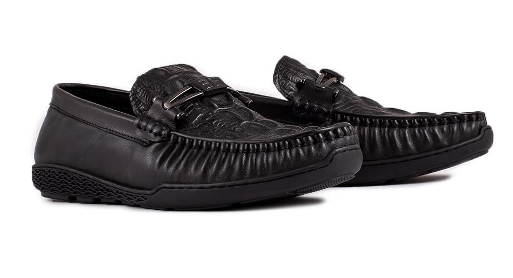 Chất liệu là yếu tố cần được chú ý khi giày da nam