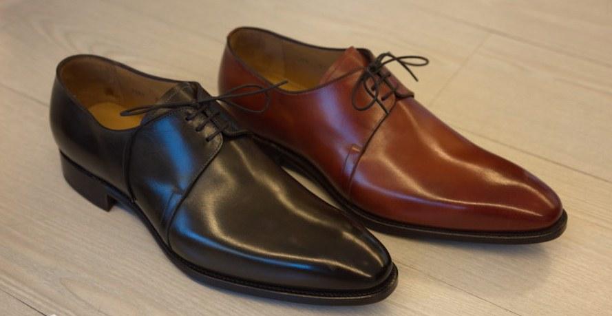 Hãy chọn một đôi giày da có màu sắc dễ kết hợp với trang phục