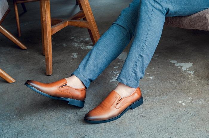 Một đôi giày với phần đế cao su mềm dẻo là lựa chọn hoàn hảo cho đôi chân của bạn