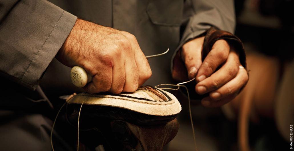 Đánh giá giày cao cấp dựa vào quy trình sản xuất