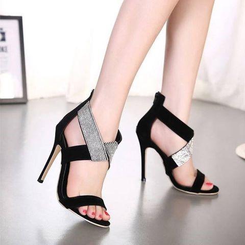 Sử dụng miếng lót giày để di chuyển thoải mái và tự tin hơn