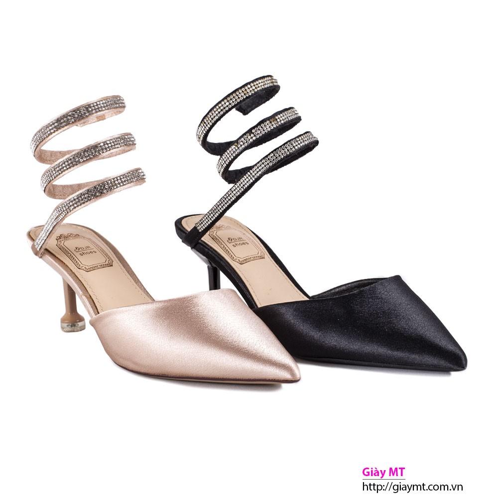 Chọn kích cỡ của giày cao gót phụ thuộc vào độ cao của giày